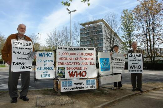 Protest przed WHO w Genewie: Jabłokow, Gonczarowa, Nesterenko