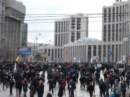 Plakat z wiecu; dialog prezydenta Miedwiediewa z premierem Putinem