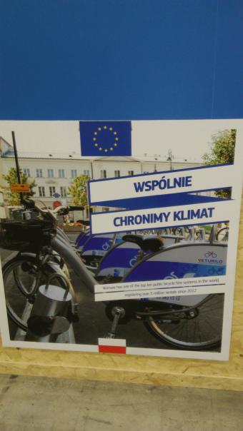 Jedyny plakat ilustrujący działania proklimatyczne Polski, umieszczony na ścianie pawilonu Unii Europejskiej. Fot.: Ewa Sufin-Jacquemart