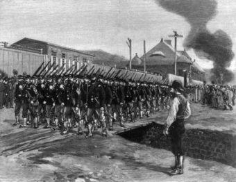 Odpowiedzią kapitalizmu na próby zmiany systemu przez ruchy robotnicze w XIX wieku była przemoc państwowa i paramilitarna.