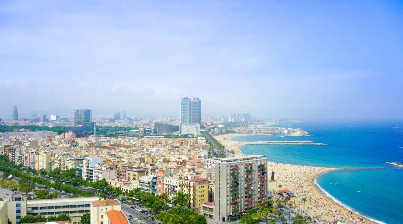 Zdj. Panorama Barcelony. Autor: Enes / Unsplash