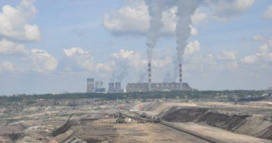"""""""Rodzice dla klimatu"""" wręczają petycję PGE: Bełchatów musi przestać truć!"""